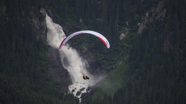 6ème victoire sur la Red Bull X-Alps pour Chrigel Maurer - ©